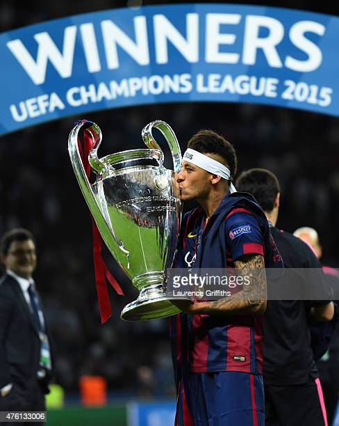 Neymar of Barcelona kisses the trophy after the UEFA Champions League Final between Juventus and FC Barcelona at Olympiastadion on June 6 2015 in...