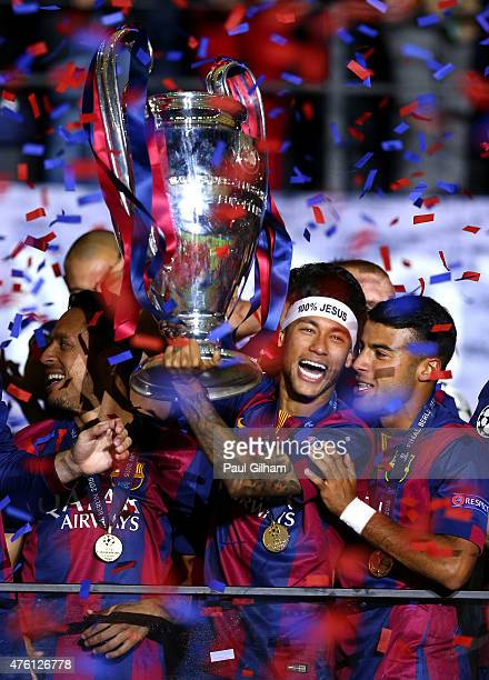 Neymar of Barcelona lifts the trophy as he celebrates victory with team mates after the UEFA Champions League Final between Juventus and FC Barcelona...