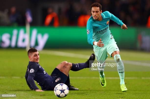 Neymar of Barcelona runs with the ball past Marco Verratti of Paris SaintGermain during the UEFA Champions League Round of 16 first leg match between...
