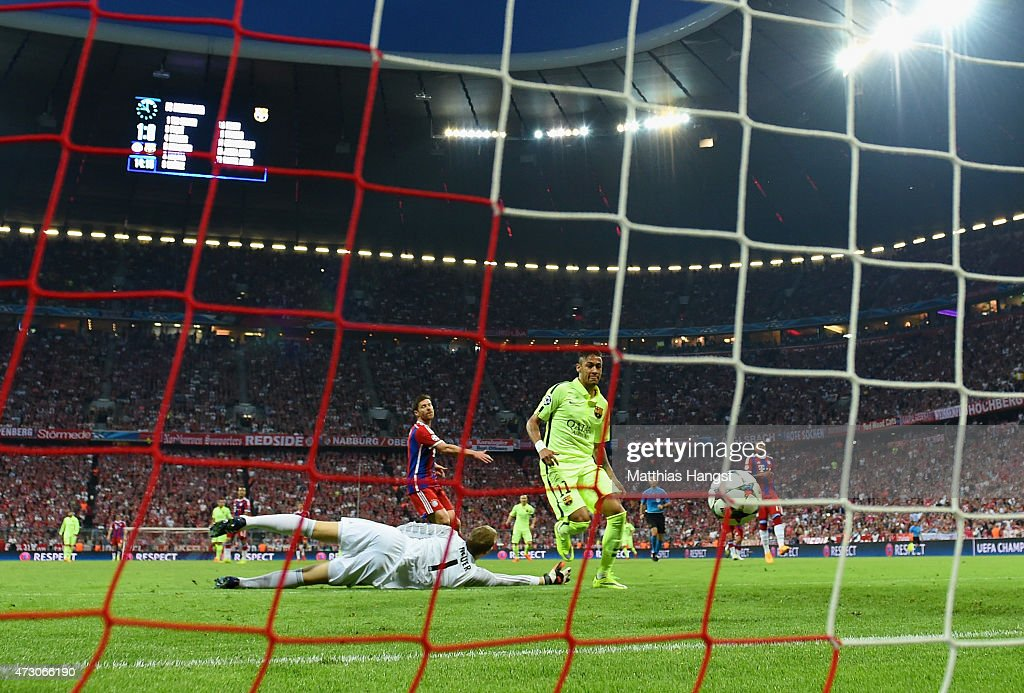 Neymar of Barcelona scores their first goal past Manuel Neuer of Bayern Muenchen during the UEFA Champions League semi final second leg match between FC Bayern Muenchen and FC Barcelona at Allianz Arena on May 12, 2015 in Munich, Germany.