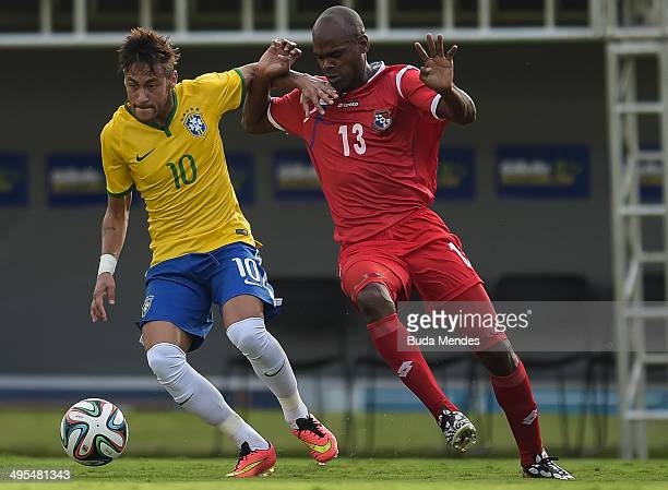 Neymar of Brazil and Adolfo Machado of Panama compete for the ball during the International Friendly Match between Brazil and Panama at Serra Dourada...