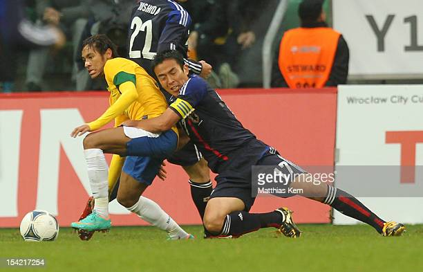 Neymar of Brazil battles for the ball with Makoto Hasebe of Japan during the men's international friendly match between Brazil and Japan at Municipal...