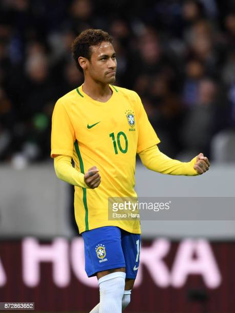 Neymar of Brazil celebrates scoring his side's first goal during the international friendly match between Brazil and Japan at Stade PierreMauroy on...