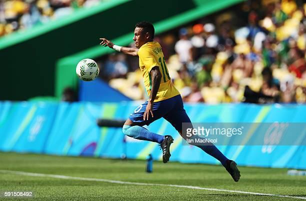 Neymar of Brazil controls the ball during the Semi Final match between Brazil and Honduras at Maracana Stadium on August 17 2016 in Rio de Janeiro...