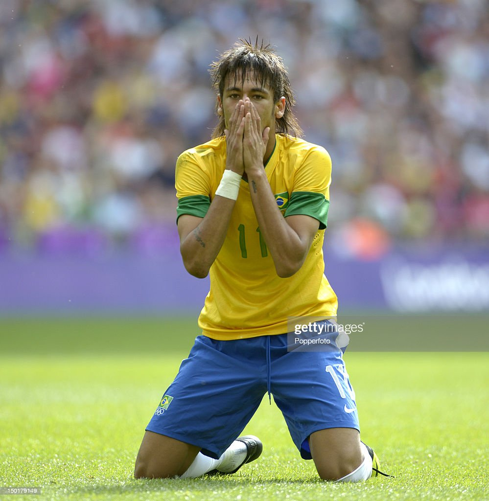 Neymar of Brazil during the Men's Football Final between Brazil and Mexico on Day 15 of the London 2012 Olympic Games at Wembley Stadium on August 11, 2012 in London, England.