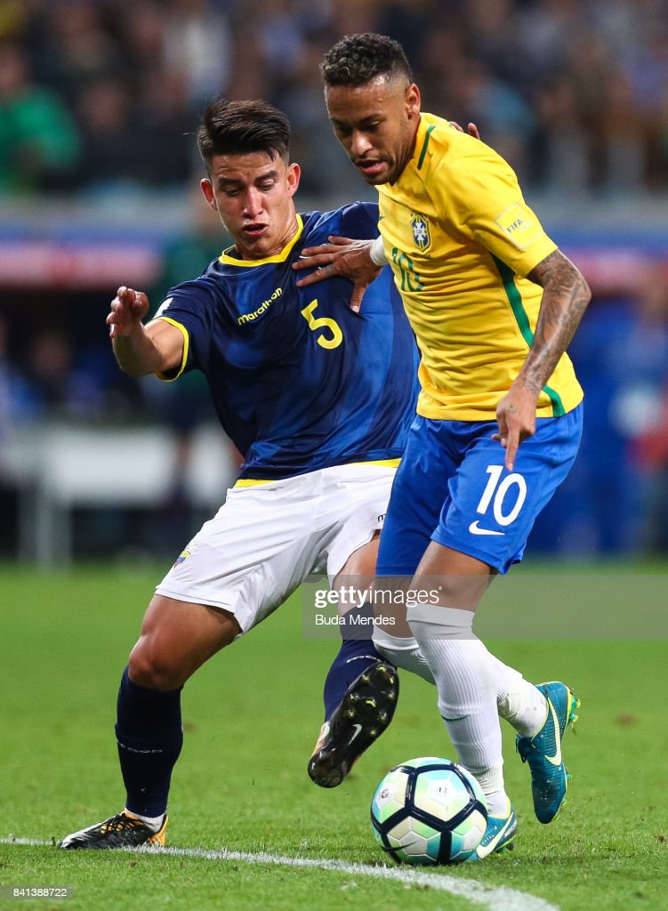 Neymar (R) of Brazil struggles for the ball with Fernando Gaibor of Ecuador during a match between Brazil and Ecuador as part of 2018 FIFA World Cup Russia Qualifier at Arena do Gremio on August 31, 2017 in Porto Alegre, Brazil.