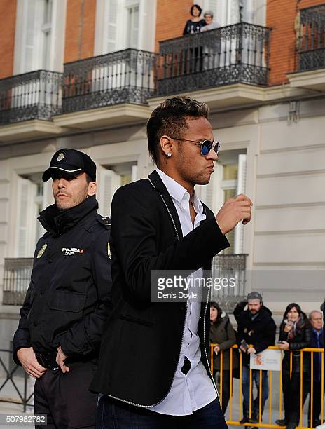 Neymar of FC Barcelona arrives at tha National Courn on February 2 2016 in Madrid Spain Neymar is due to give evidence in court over allegations of...