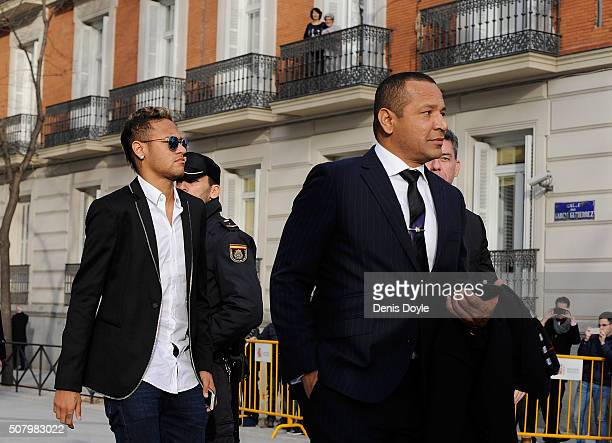 Neymar of FC Barcelona arrives at the National Court accompanied with his father Neymar da Silva Santos on February 2 2016 in Madrid Spain Neymar is...