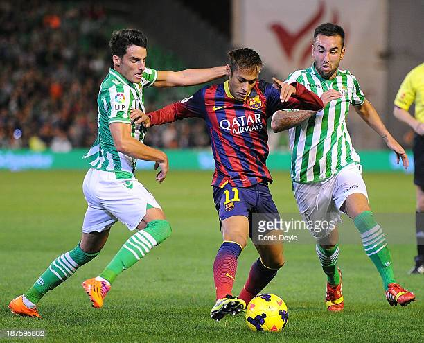 Neymar of FC Barcelona battles for the ball against Delgado Villar and Juan Carlos of Real Betis Balompie during the La Liga match between Real Betis...