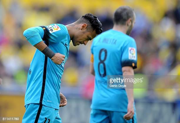 Neymar of FC Barcelona celebrates after scoring his team's 2nd goal during the La Liga match between UD Las Palmas and FC Barcelona at Estadio Gran...
