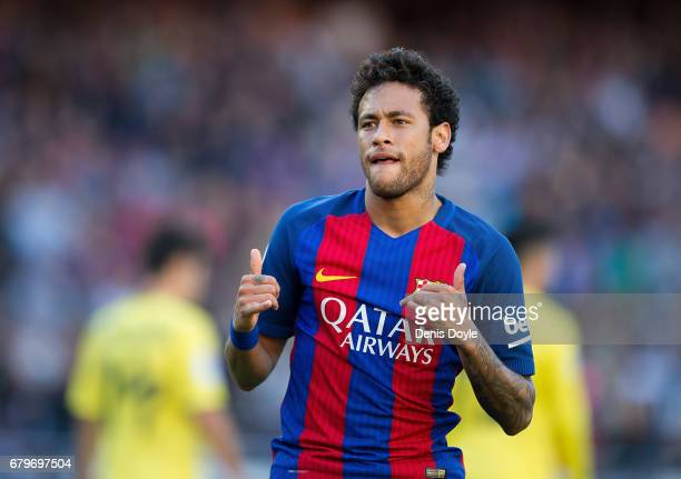 Neymar of FC Barcelona celebrates after scoring his team's opening goal during of the La Liga match between FC Barcelona and Villarreal CF at Camp...