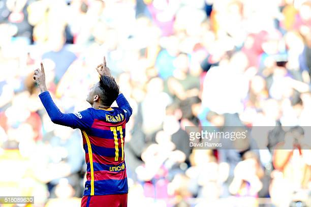 Neymar of FC Barcelona celebrates after scoring his team's third goal during the La Liga match between FC Barcelona and Getafe CF at Camp Nou on...