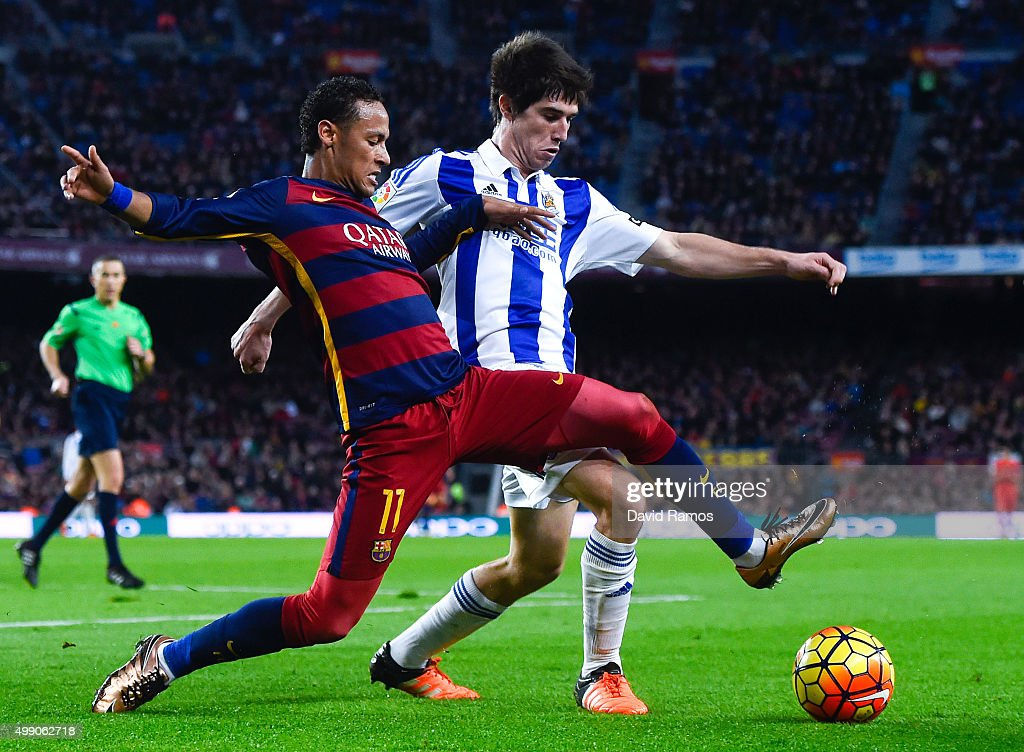 Neymar of FC Barcelona competes for the ball with Elustondo of Real Sociedad de Futbol during the La Liga match between FC Barcelona and Real Sociedad de Futbol at Camp Nou on November 28, 2015 in Barcelona, Spain.