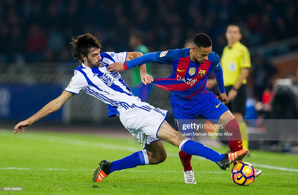 Neymar of FC Barcelona duels for the ball with Carlos Martinez of Real Sociedad during the La Liga match between Real Sociedad de Futbol and FC Barcelona at Estadio Anoeta on November 27, 2016 in San Sebastian, Spain.