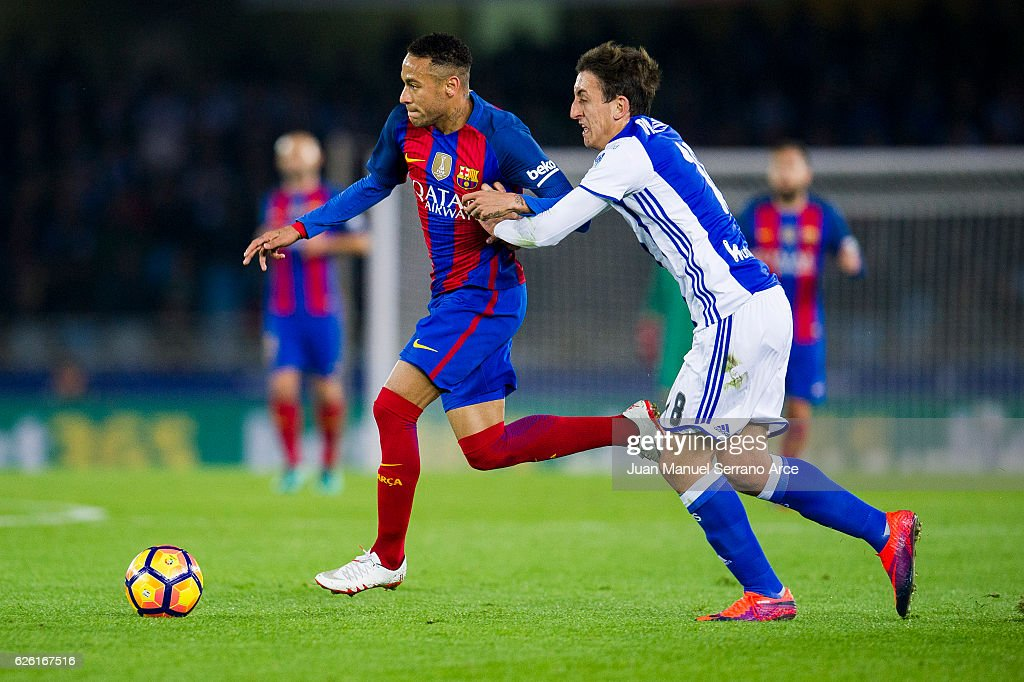 Neymar of FC Barcelona duels for the ball with Mikel Oyarzabal of Real Sociedad during the La Liga match between Real Sociedad de Futbol and FC Barcelona at Estadio Anoeta on November 27, 2016 in San Sebastian, Spain.