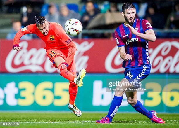 Neymar of FC Barcelona duels for the ball with Raul Rodriguez Navas of SD Eibar during the La Liga match between SD Eibar and FC Barcelona at Ipurua...