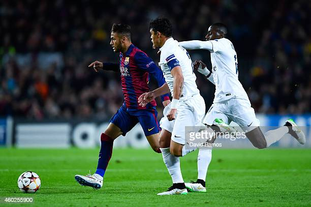 Neymar of FC Barcelona runs with the ball chased by Thiago Silva and Blaise Matuidi of Paris SaintGermain FC during the UEFA Champions League group F...