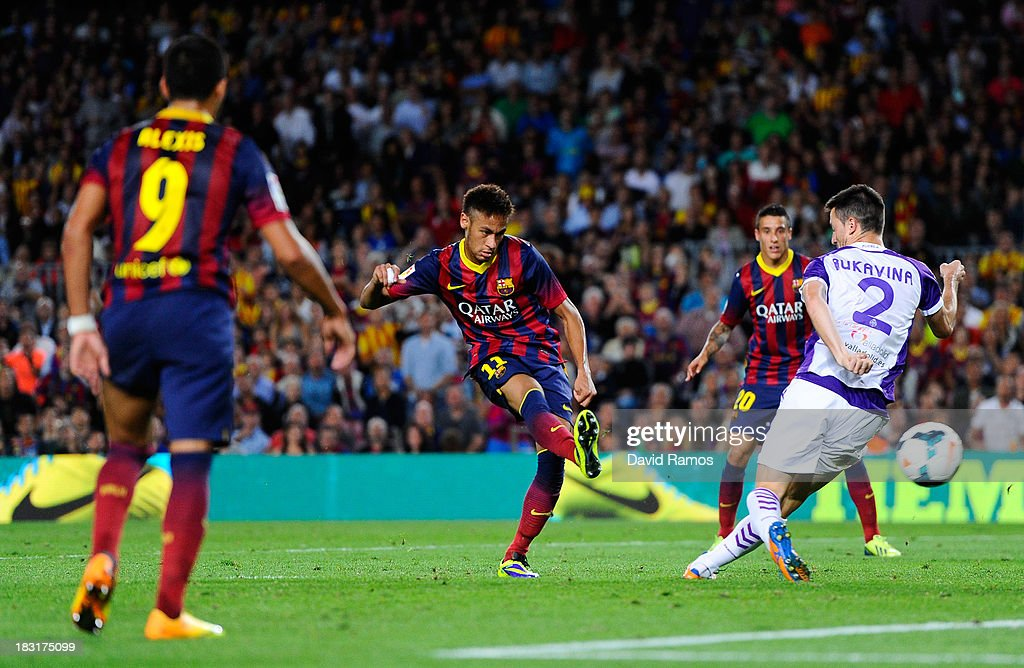 Neymar of FC Barcelona scores his team's fourth goal during the La Liga match between FC Barcelona and Real Valladolid CF at Camp Nou on October 5, 2013 in Barcelona, Spain.