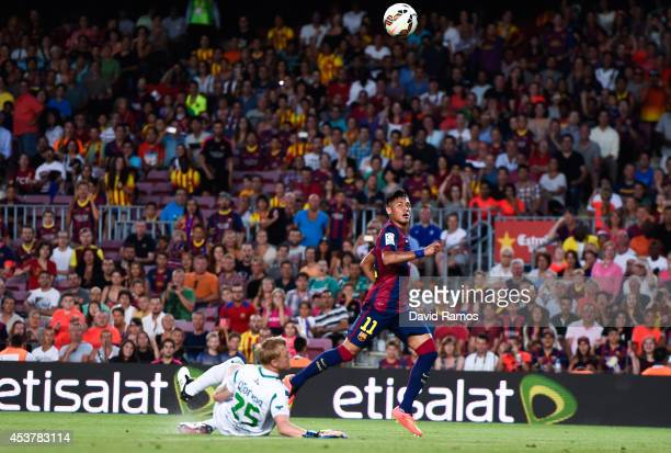 Neymar of FC Barcelona scores his team's second goal during the Joan Gamper Trophy match between FC Barcelona and Club Leon at Camp Nou on August 18...