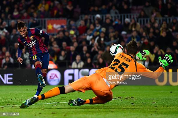 Neymar of FC Barcelona scores the opening goal past Przemyslaw Tyton of Elche FC during the Copa del Rey Round of 16 First Leg match between FC...