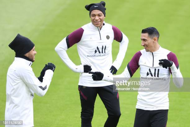 Neymar of Paris jokes with his team mates Kylian Mbappé and Ángel Di María during a PSG Paris Saint-Germain training session ahead of the UEFA...