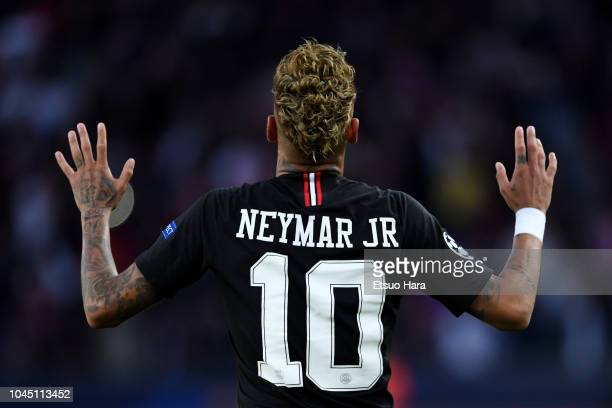 Neymar of Paris SaintGermain celebrates scoring his side's second goal during the Group C match of the UEFA Champions League between Paris...