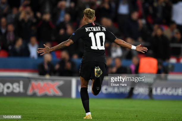 Neymar of Paris SaintGermain celebrates scoring his side's sixth goal and his hat trick during the Group C match of the UEFA Champions League between...