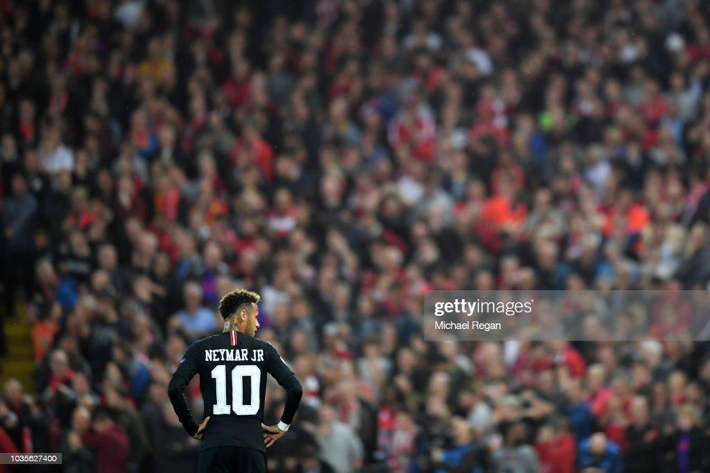 Liverpool v Paris Saint-Germain - UEFA Champions League Group C : ニュース写真