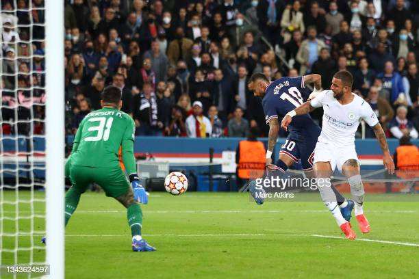 Neymar of Paris Saint-Germain shoots under pressure from Kyle Walker of Manchester City during the UEFA Champions League group A match between Paris...