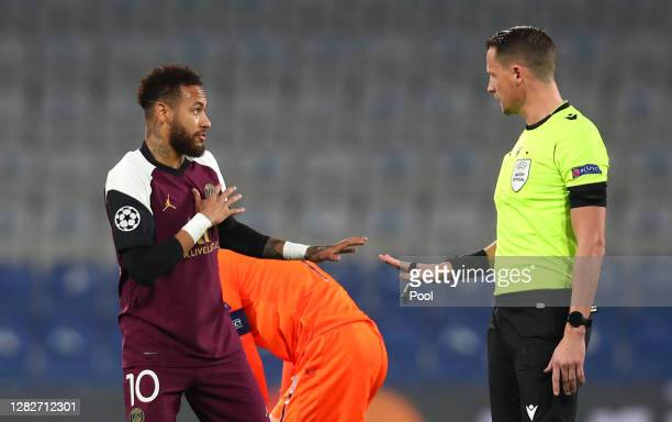 Neymar of Paris SaintGermain speaks with Match Referee Andreas Ekberg during the UEFA Champions League Group H stage match between Istanbul...