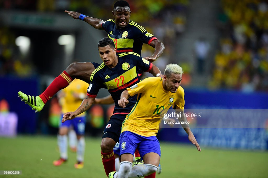 Neymar player of Brazil battles for the ball with Players of Colombia during 2018 FIFA World Cup Russia qualification match between Brazil and Colombia at Arena da Amazonia at Arena da Amazonia on September 6, 2016 in Manaus, Brazil.