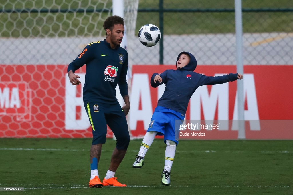 Neymar plays with his son David Lucca (R) after a training session of the Brazilian national football team at the squad's Granja Comary training complex on May 25, 2018 in Teresopolis, Brazil.