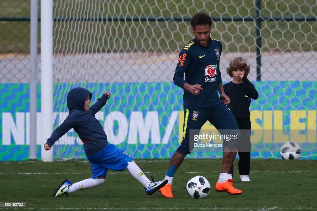 Neymar plays with his son David Lucca (L) after a training session of the Brazilian national football team at the squad's Granja Comary training complex on May 25, 2018 in Teresopolis, Brazil.