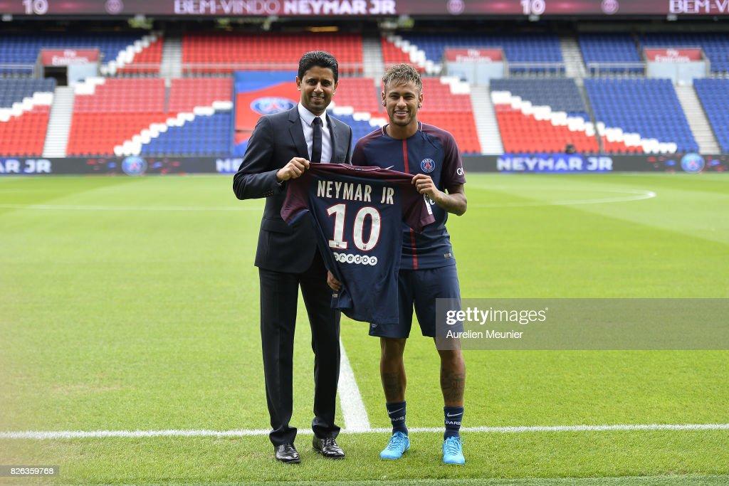 Neymar Signs For PSG : ニュース写真