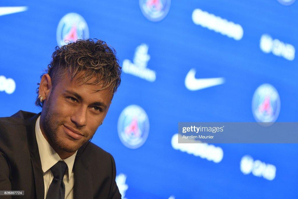 Neymar Signs For PSG : News Photo