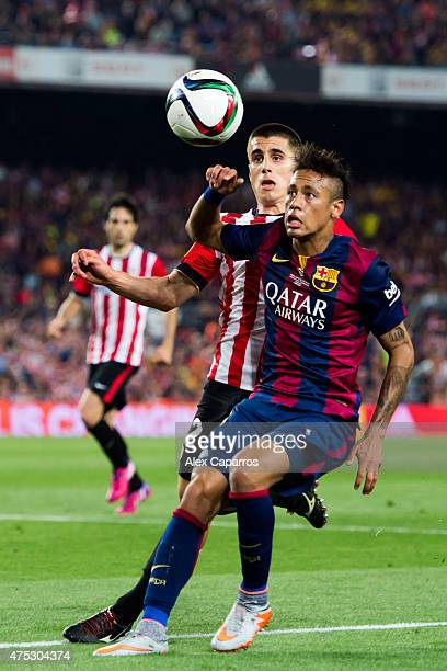 Neymar Santos Jr of FC Barcelona fights for the ball with Unai Bustinza of Athletic Club during the Copa del Rey Final between Athletic Club and FC...