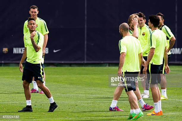 Neymar Santos Jr of FC Barcelona shares a joke with Javier Mascherano during a training session ahead of their UEFA Champions League semifinal first...