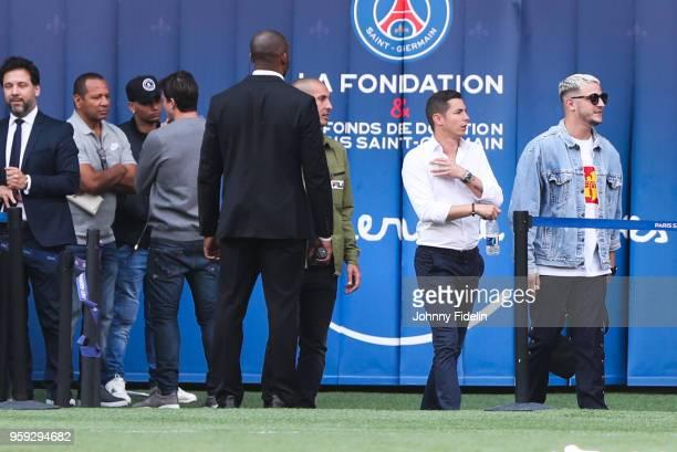 Neymar Senior talk with Maxwell Sherrer of PSG Jota Amancio friends of Neymar Jr and DJ Snake during the training session of Paris Saint Germain at...