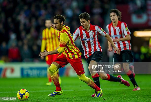 Neymarof FC Barcelona duels for the ball with Ander Herrera of Athletic Club during the La Liga match between Athletic Club and FC Barcelona at San...