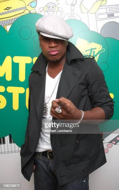 "Ne-Yo during Seth Rogen, Dane Cook, Ne-Yo and Maroon 5 Visit MTV's ""TRL"" - May 29, 2007 at MTV Studios - Times Square in New York City, New York,..."