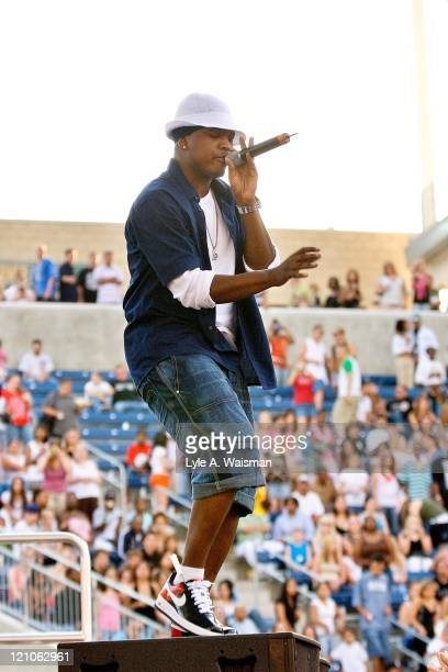 NeYo Live in Concert at the B96 Summer Bash in Chicago