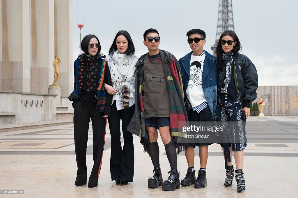 Street Style -Paris Fashion Week : Day Seven Womenswear Fall Winter 2016/2017 : News Photo