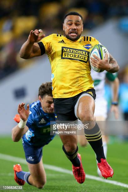 Ngani Laumape of the Hurricanes evades Beauden Barrett of the Blues during the round 6 Super Rugby Aotearoa match between the Hurricanes and the...