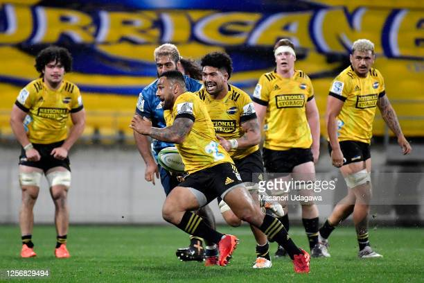 Ngani Laumape of the Hurricanes makes a break during the round 6 Super Rugby Aotearoa match between the Hurricanes and the Blues at Sky Stadium on...