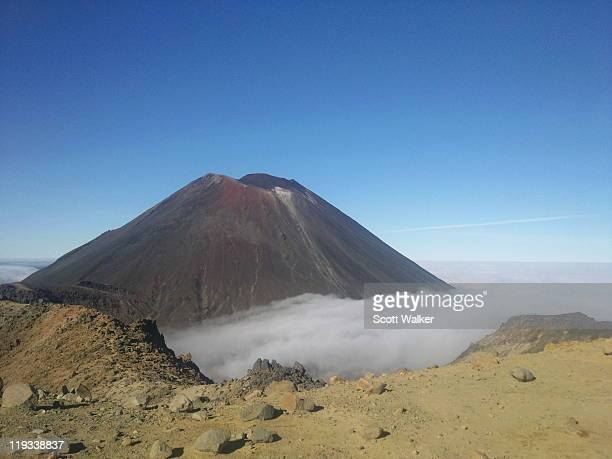 ngauruhoe as seen from mount tongariro - as stock pictures, royalty-free photos & images