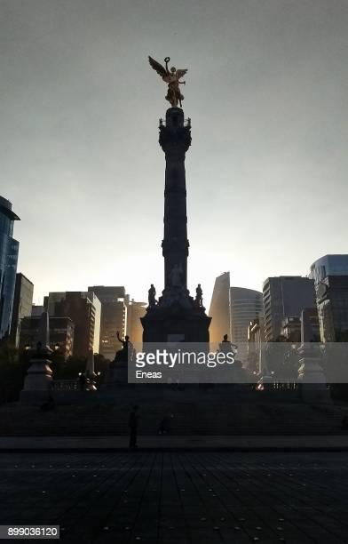 ángel de la independencia o victoria alada - avenue stock pictures, royalty-free photos & images