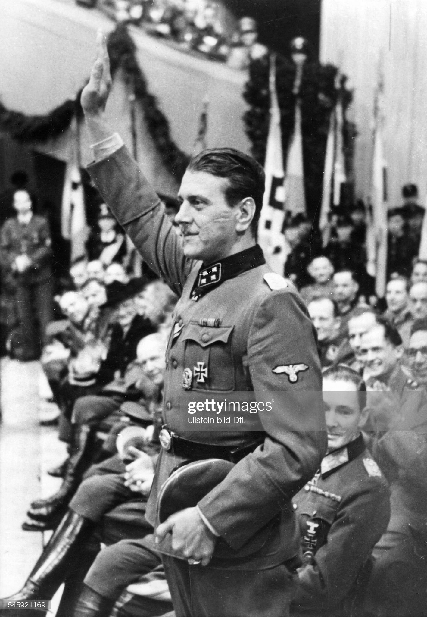 قائد الكوماندوس النازي Otto Skorzeny  Ngerman-ss-officer-skorzeny-the-liberator-of-benito-mussolini-at-a-picture-id545921169?s=2048x2048