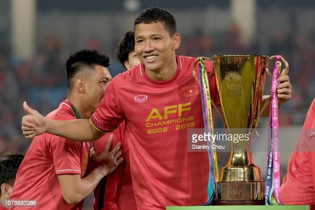 Nguyen Anh Duc of Vietnam celebrates with the Suzuki Cup, he scored the only goal that defeated Malaysia 1-0 during the AFF Suzuki Cup final second...
