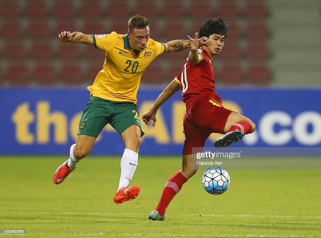 Nguyen Cong Phuong of Vietnam battles with Alexander Gersbach of Australia during the AFC U-23 Championship Group D match between Vietnam and Australia at Grand Hamad Stadium on January 17, 2016 in Doha, Qatar.