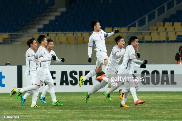 Nguyen Quang Hai of Vietnam celebrates with team mates after scoring a goal during the AFC U23 Championship Group D match between South Kore and...